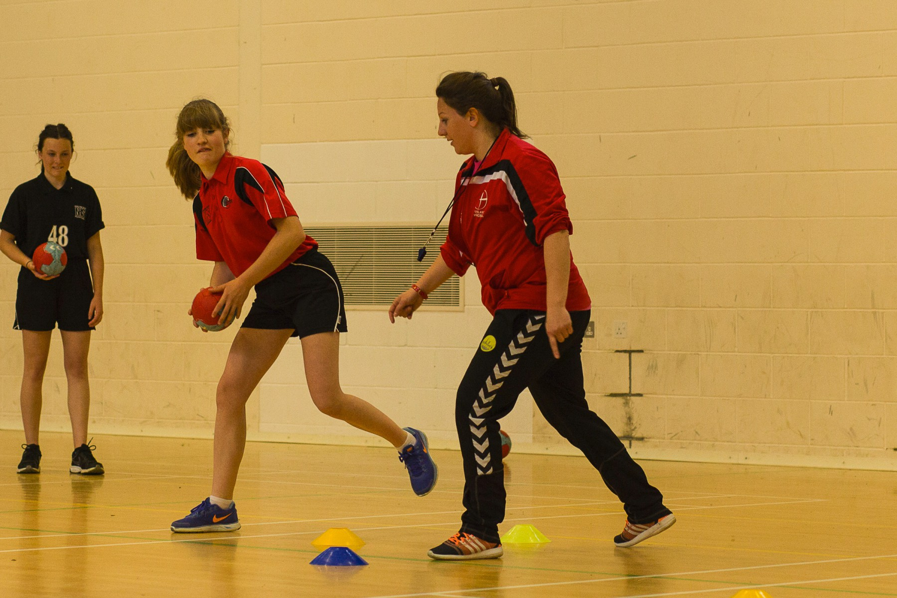 """high school and handball Introduction: the intention of this unit is to familiarize high school students with the popular world sport of team handball while it is often confused with the sport called """"handball,"""" which is a game similar to racket ball, team handball is a fast paced game consisting of seven players on each team."""